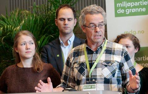 Rasmus Hansson roser FRP for argumentet om å fjerne bensinbiler fra norske veier.