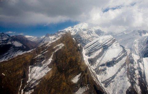 Topper i fjellkjeden Himalaya i nærheten av fjellene Annapurna, Dhaulagiri og Mount Gurja. Foto: Sara Johannessen / NTB scanpix