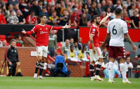 FIKK STRAFFE: Cristiano Ronaldo og Bruno Fernandes reagerer da Manchester United fikk straffe på overtid mot Aston Villa.