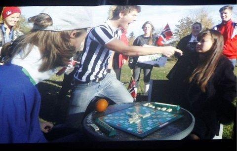 Videoinnslaget fra NM i Scrabble var kreativt gjennomført og revyens høydepunkt.