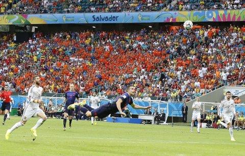 FANTASTISK: Et fantastisk bilde av en fantastisk scoring med Nederlands Robin Van Persie i hovedrollen mot Spania.