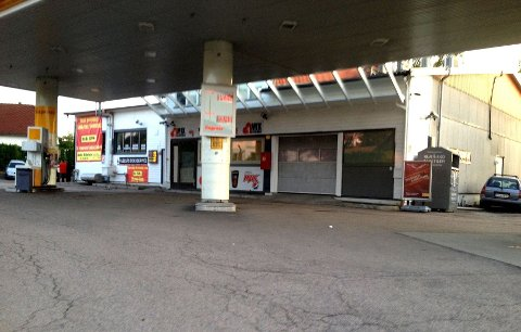SLUTT: Brå slutt etter kort drift - take away-utsalget i Shells tidligere bensinstasjonslokaler. Men nå har det åpnet igjen. Foto: Kristin Tufte Haga