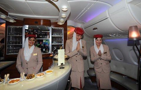 IKKE FOR TYKK: Flyselskapet Emirates stiller krav om «sunn BMI» når de nå skal rekruttere kabinpersonale i Norge.