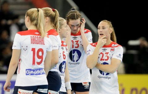 TAP: Camilla Herrem og de andre håndballjentene tapte søndagens bronsefinale mot Russland.