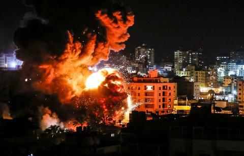 ANGREP: Den israelske hæren har startet sitt angrep mot mål på Gazastripen.