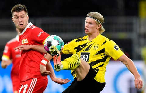 Erling Braut Haaland kontrollerer ballen i en seriekamp mot Union Berlin nylig. Foto: Martin Meissner / AP / NTB