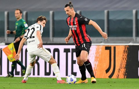Zlatan Ibrahimovic ble skadd i 3-0-oppgjøret mot Juventus i Torino. Foto: Tano Pecoraro / AP / NTB.