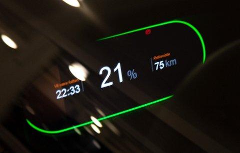 Wzrost cen energii elektrycznej powoduje, że ładowanie samochodu elektrycznego staje się coraz droższe. Ale czy prąd może być tak drogi jak benzyna?