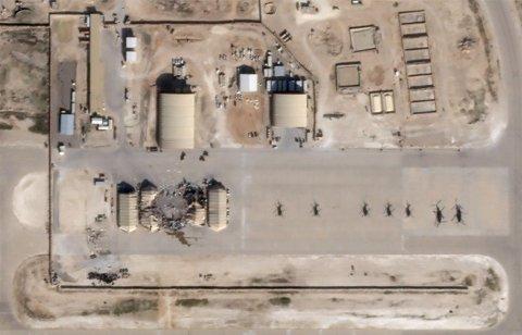 BLE ANGREPET: Al Asad-basen i Iraq fotografert fra luften 8. januar. President Donald Trump sier selv at det heller ikke ble gjort større skade da flere av rakettene traff basen.