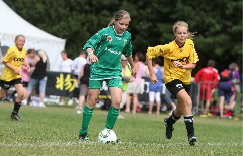 Måååål!: Anna Solskjær ordner 1-0 til MS Jaguarene mot Bærum SK i Norway Cup.