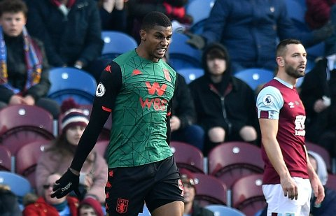 Aston Villavaker like over nedrykksstreken og har sentrale spillere ute med skader. Blant andre Wesley (bildet). Birmingham-klubben kan ikke prioritere FA-cupen nå. (Anthony Devlin/PA via AP)