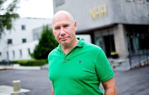FOR DÅRLIG: NHH-professor Tor Wallin Andreassen mener det er for dårlig av Norges største bank ikke å ha bedre IT-systemer.