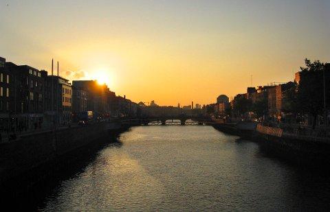 SOLNEDGANG: Solen går snart ned for Dab i Irland. Her fra Dublin.