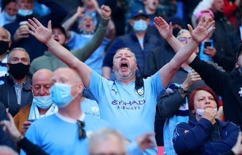 HJERTELIG GJENSYN: 8000 tilskuere var på plass på tribunene under ligacupfinalen mellom Tottenham Hotspur og Manchester City på Wembley i London.