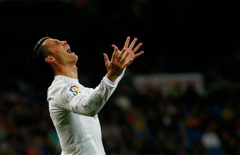 BØNNHØRT? Eller bare lei alle ryktene? Cristiano Ronaldo ser ut til å være enten glad eller frustrert på dette bildet, som for øvrig er fra 3-0-seieren over Villarreal tidligere i uka.