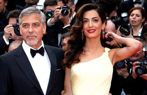TVILLINGLYKKE: George Clooney og Amal Clooney venter tvillinger i juni.
