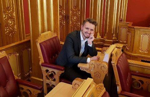 Stortingsrepresentant Freddy André Øvstegård (SV) var på jobbreise med Stortingets familie- og kulturkomité da reisefølget stoppet utenfor Det hvite hus og tok noen bilder.