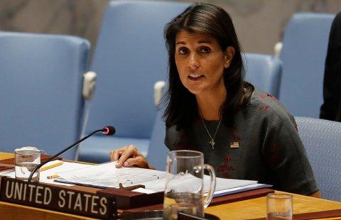 USAs FN-ambassadør Nikki Haley anklager Russland for å ha endret en rapport om Nord-Korea-sanksjoner som impliserer russiske aktører. Foto: Bebeto Matthews / AP / NTB scanpix