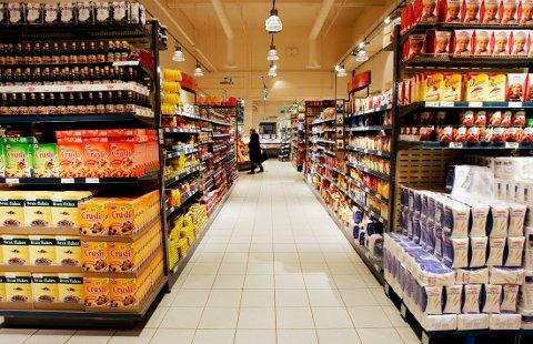 KAN FÅ BESØK: Hyttegjester planlegger å handle på den lokale butikken, tross regjeringens råd.