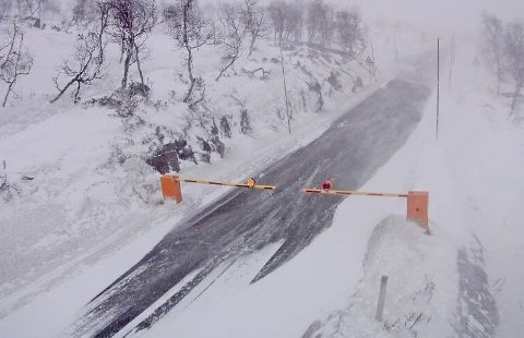 STANSER PÅSKETRAFIKK: Natt til søndag ble flere fjelloverganger stengt på grunn av uvær. Dette bildet er dra Leiro på Hardangervidda tidligere i år.