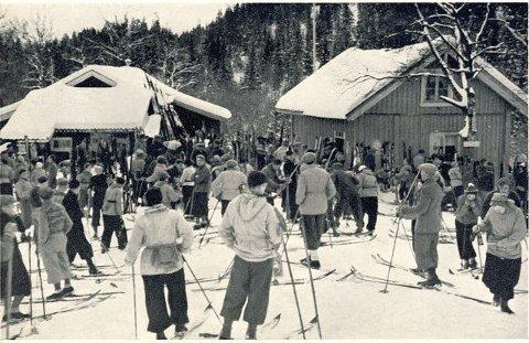 Gullsmeden i vinterskrud med skarer av skiløpere. Foto har jeg fått fra Even Saugstad.