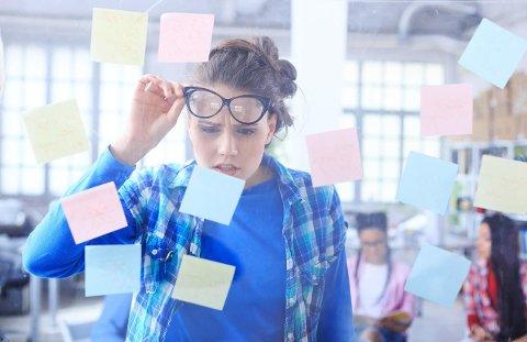 Er du blant dem som har massevis av post it-lapper på jobben? Eller fullt av notiser på iPhonen? Det kan faktisk være positivt.