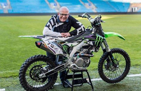 BLID TV-PROFIL:Jan Erik Larssen er mest kjent for sin lidenskap for bil. Men 47-åringen har også tilbragt mange mil på to hjul og motorsykkel.