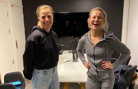 Anne Marte Sneve avbildet sammen med Silje Emilie Tønnesen, programleder i podkasten Fysisk for Psykisk.