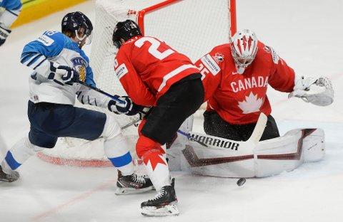 Canada fikk det tøft mot Finland, men tok seg videre til kvartfinale da Tyskland slo vertene Latvia i den siste gruppespillskampen i ishockey-VM. Foto: Sergei Grits / AP / NTB
