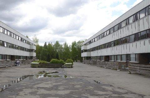 SLITENT: Disse kommunale boligene i Johan Scharffenbergsvei skal nå rehabiliteres utvendig og innvendig. Også utearealene skal få en etterlengtet oppgradering.Arkivfoto: Nina Schyberg Olsen