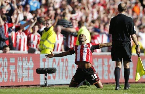 DRØMMETREFF: Jermain Defoe avgjorde hatkampen mot Newcastle med et drømmetreff på hel volley.