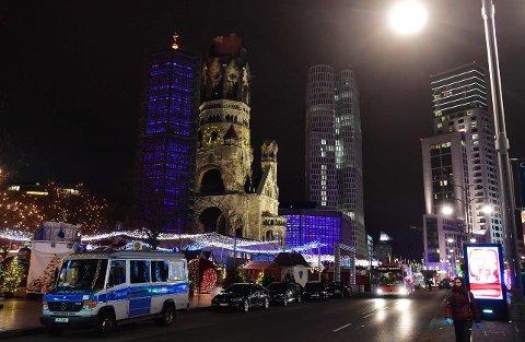 DREPT: Flere er drept og mange er skadd etter at lastebilen kjørte inn i folkemengden på julemarkedet i Berlin mandag kveld.