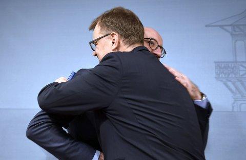 Statsminister Juha Sipilä, her avbildet med Belgias statsminister Charles Michel, leverer fredag sin avskjedssøknad.
