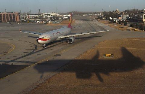 Flyturen fra Oslo vil ta 9 timer og 35 minutter, mens returen vil ta 10 timer. Ruten skal flys med fly av typen Airbus A330-300. Bildet viser et Hainan-fly på lufthavna i Beijing.