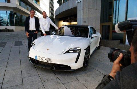 Det er et drøyt halvår siden Aksel Lund Svindal la opp som proff alpinist. Nå har 36-åringen signert kontrakt med Porsche, og skal være deres globale ambassadør i minst ett år fremover.