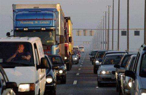De neste seks månedene kan reisende over Öresund-brua fra Sverige til Danmark bli kontrollert. Danske myndigheter vil gjenoppta grensekontrollen tirsdag.