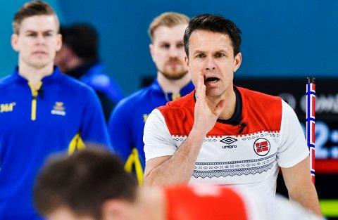 Thomas Ulsrud og hans lag vant onsdagens viktige kamp mot Russland i curling-EM. Bildet er fra en tidligere turnering. Foto: Jonas Ekströmer / TT / NTB scanpix