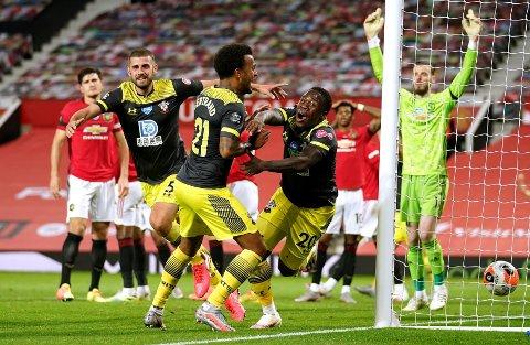 SPOLERTE FOR VERTENE: Michael Obafemi slipper jubelen løs etter å ha utlinget seks minutter på overtid på Old Trafford.