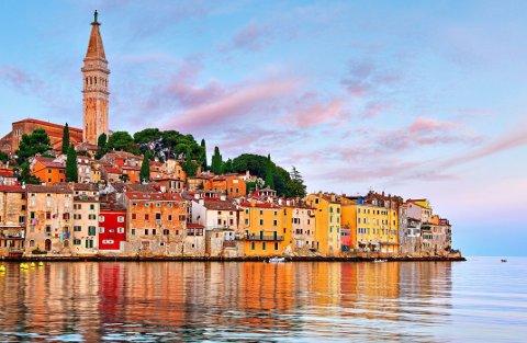Vakre Rovinj, med havna og Adriaterhavet i forgrunnen.