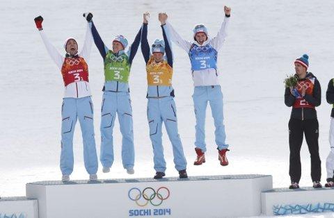 Magnus Moan, Håvard Klemetsen, Magnus Krog og Jørgen Graabak jubler over gull i lagkonkurransen.