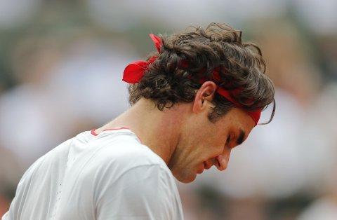 UTE: Roger Federer er ute av Roland-Garros.