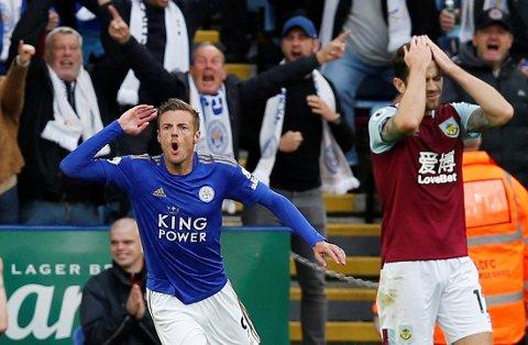 Jamie Vardy jubler etter å ha scoret Leicester sitt første mål i kampen mot Burnley hjemme på King Power Stadium.