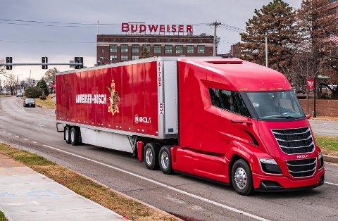 Selskapet Nikola håper å gjøre det samme med lastebilindustrien som Tesla gjorde med bilindustrien. Selskapet har avduket tre forskjellige lastebiler, og samarbeider med norske NEL for utbygging av hydrogen-ladestasjoner i USA.