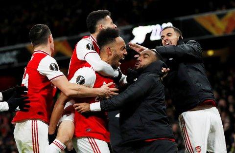 Arsenals Pierre-Emerick Aubameyang jubler sammen med Gabriel Martinelli og Alexandre Lacazette etter scoringen sin mot Olympiakos. Vi tror de får mer å juble for lørdag.