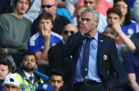I HARDT VÆR: Chelsea-manager José Mourinho trrenger en seier onsdag.