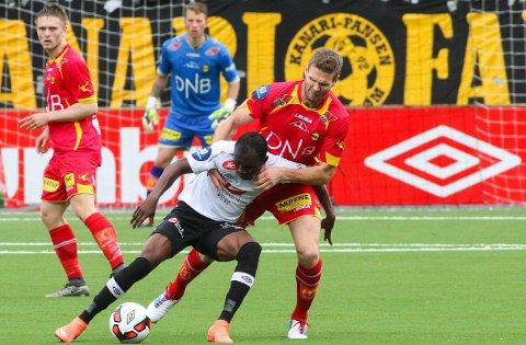 SLAPP OVERTAKET: Lillestrøm og kaptein Frode Kippe mistet helt grepet på kampen mot Sogndal og Gilbert Koomson i andre omgang.