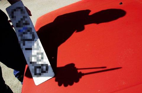 Nå får bileiere som ikke har betalt årsavgift vedtak om avskilting og registreringssperre av Skatteetaten. Illustrasjonsfoto.