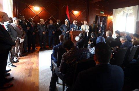 VARSLER TILTAK: Salah Abu-Raguigah fra avdelingen for Afrika-saker i LIbyas regjering holdt søndag en pressekonferanse etter CNN-avsløringen av påstått slavehandel i Libya.
