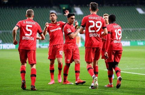 Leverkusen-spillerne feirer scoringen til Kai Havertz (nummer tre fra høyre) mot Werder Bremen.