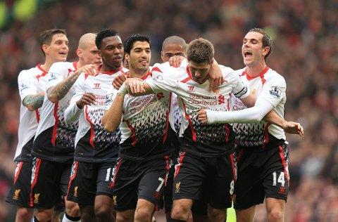 STRAFFEORGIE: Steven Gerrard scoret på to og bommet på en straffe mot Manchester United.